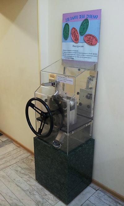 аппарат для выдавливания жетонов